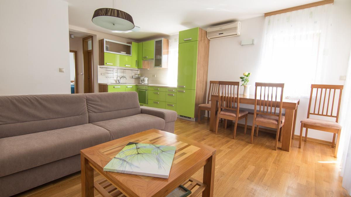 B6 livingroom