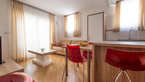A4 livingroom(2)