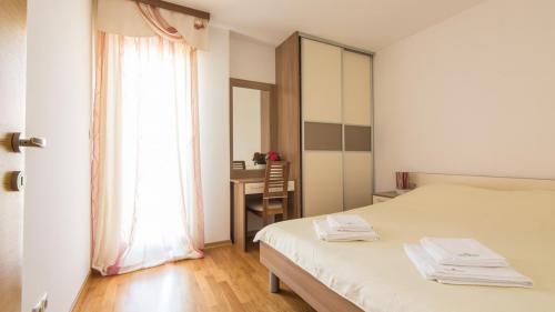 B2 bedroom(1)
