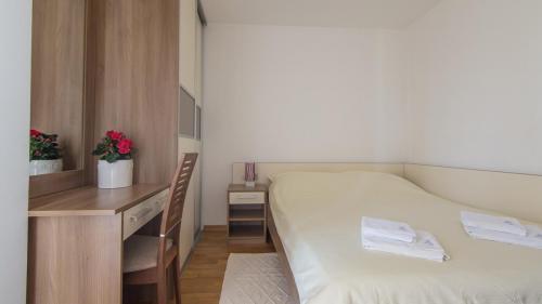 B2 bedroom