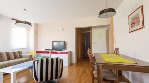 B2 livingroom(1)