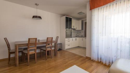 B5 livingroom(1)