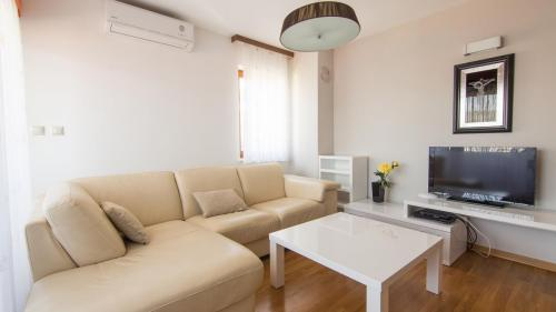 B5 livingroom