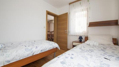 B6 bedroom 2